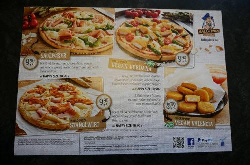 Hallo Pizza! vegane Karte komplett auf Tisch