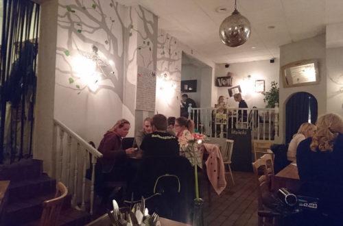 Kitty Rock Restaurant von innen mit Besuchern