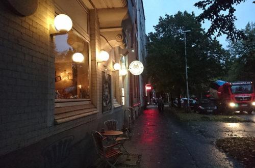 Kitty Rock Restaurant von außen mit Lampe