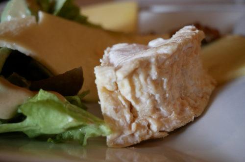 Nahaufnahme der drei Käsesorten als Vorspeise im L'Apollinaire in Paris