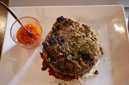 Linsenburger mit Sauce, vegan im L'Apollinaire in Paris