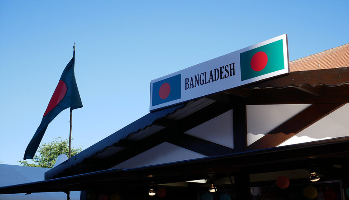 Bangladesh Stand auf der KiWo 2017 mit Fahne